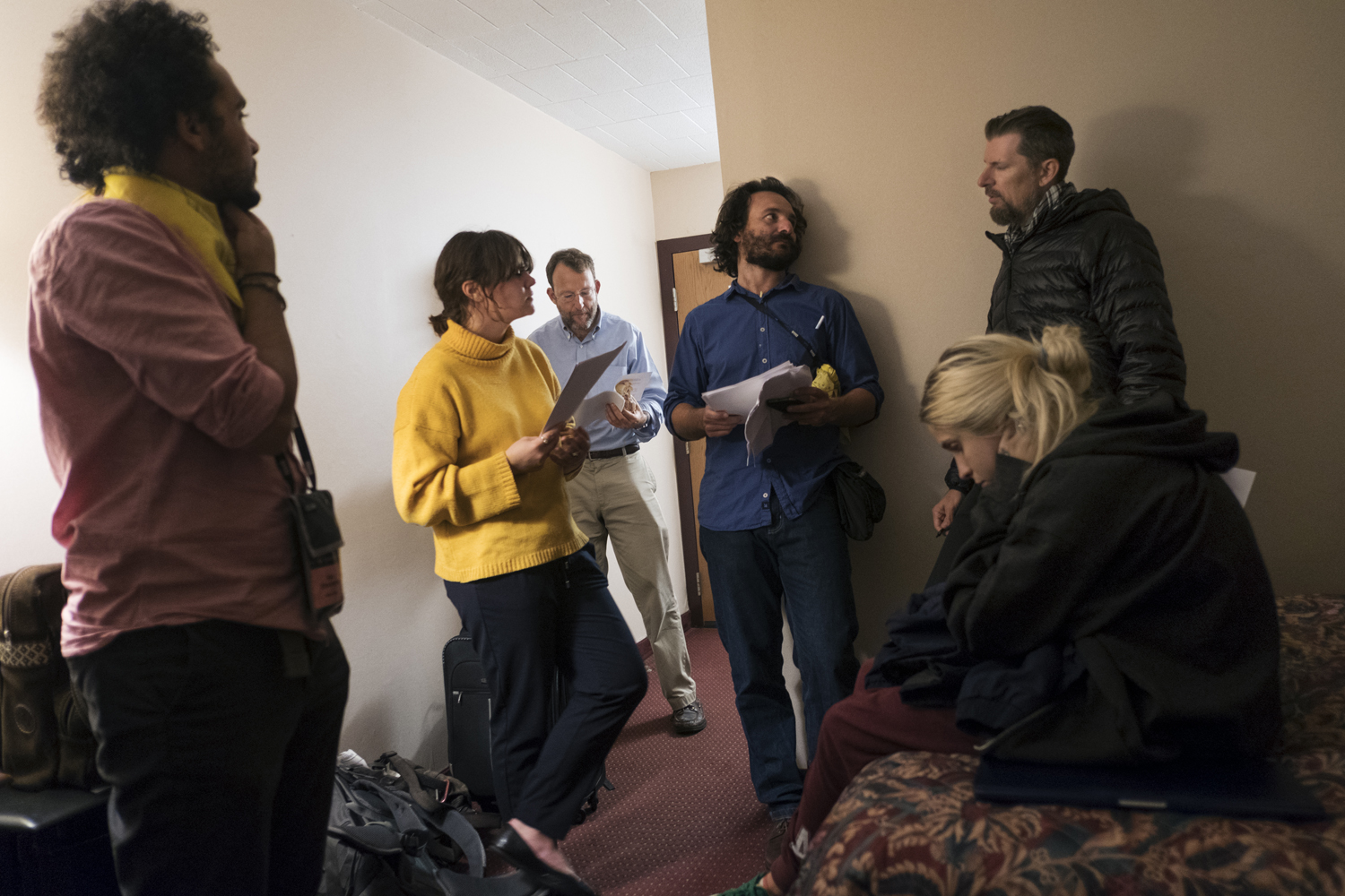 The Yellow Team meets at the first night of EAW XXIX to discuss their asignments. Eddie Adams Workshop XXIX, Photo: Ann Sophie Lindström